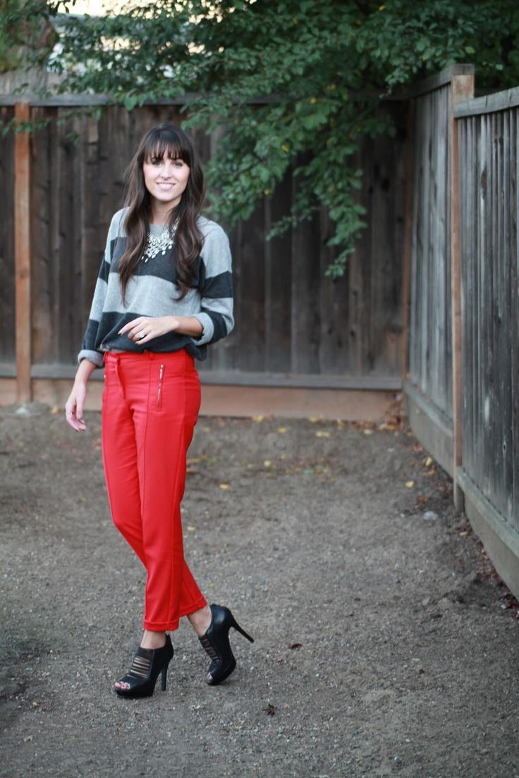 calça vermelha listras