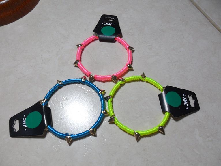 pulseiras spikes arrumadas