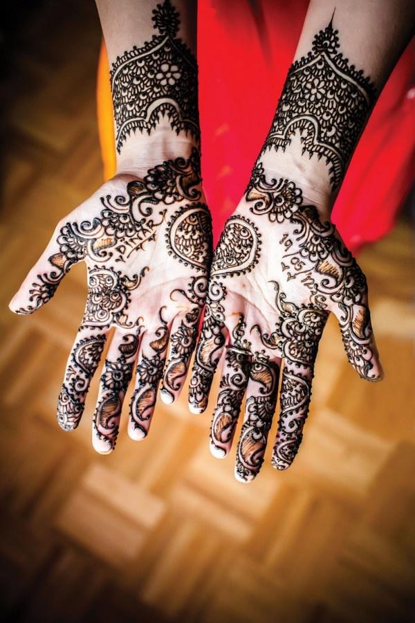 henna nas mãos