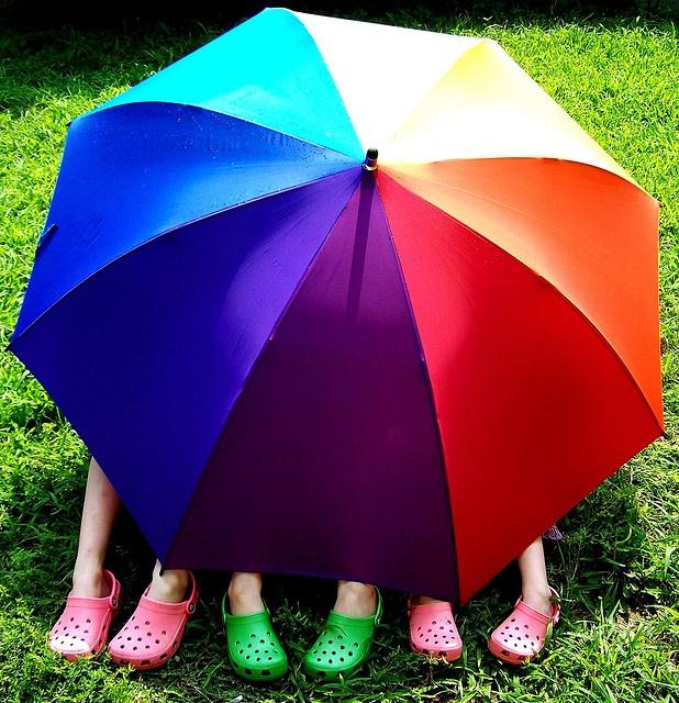 guarda chuvas arco-iris