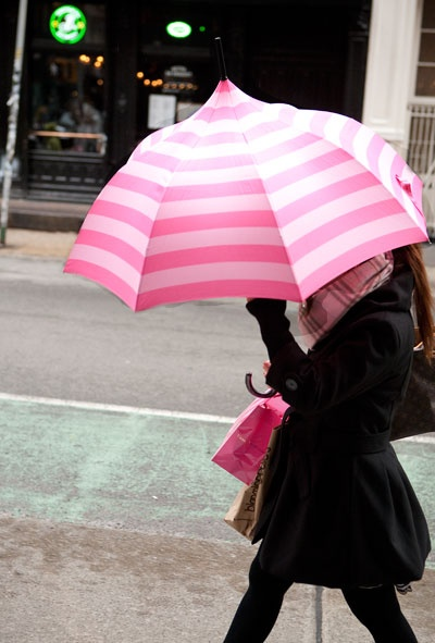 guarda chuvas listrado rosa