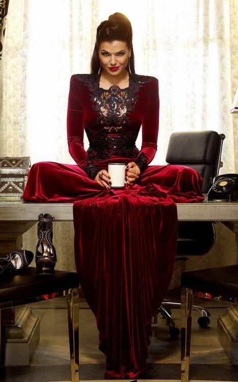 regina vestido vermelho