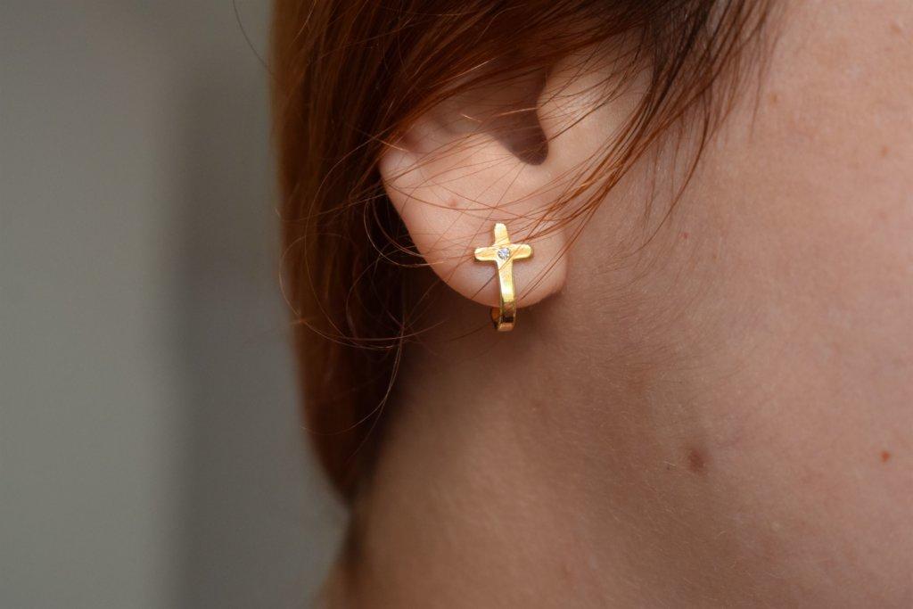 brinco crucifixo acessórios